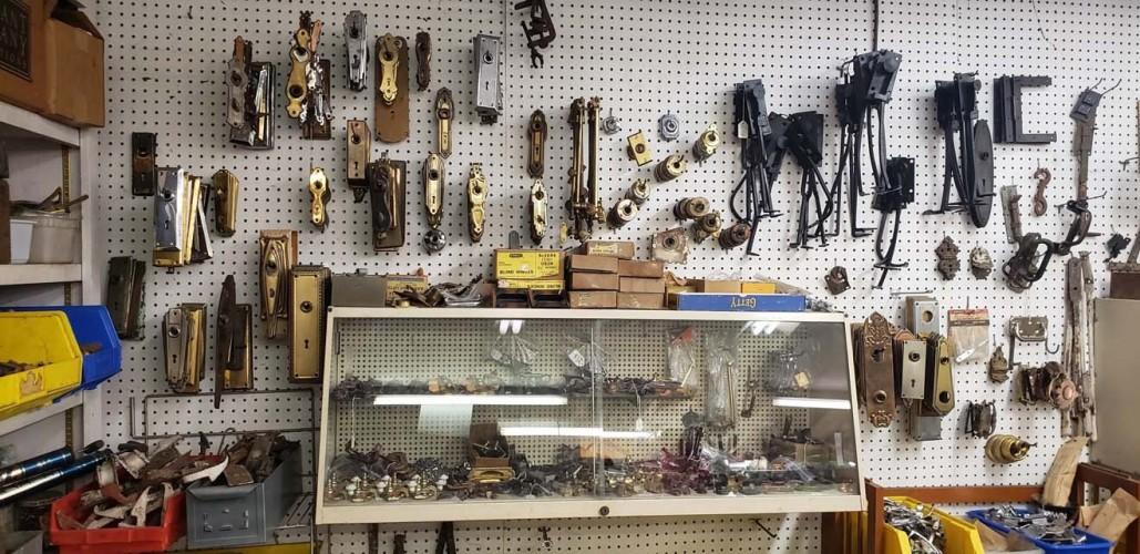 Bob Roth's Antique Hardware